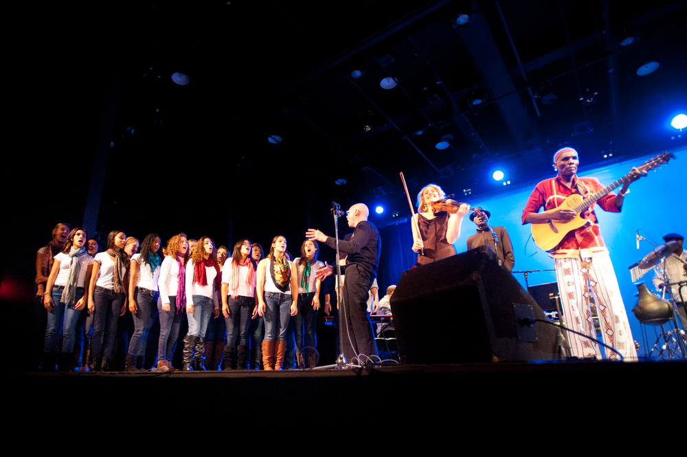 Hendrick Hudson High School NY Treble Makers Choir, in Symphony Space NYC,  Featuring: Brian Taylor conducting, Oliver Mtukudzi and Chaka Ngwenya, photo by Jowan Gauthier