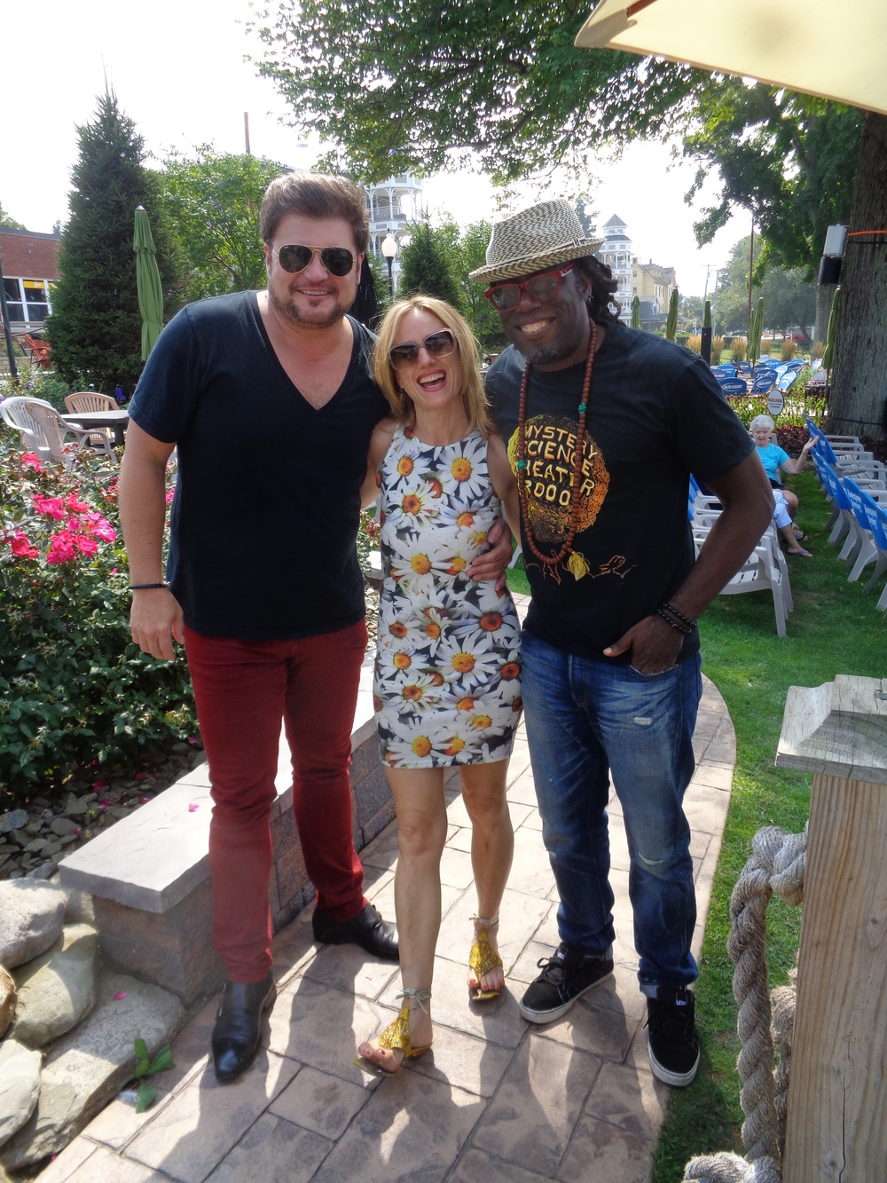 can't beat hanging out with these 2 handsome guys ;) The superstar #RobEvan & my amazing bass player #LavondoThomas