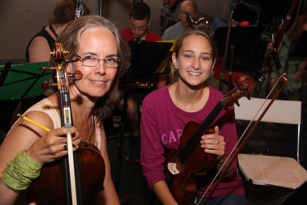 GMAO Viola Mentor & Student Photo no 2, Photo Credit: Andrew Stein
