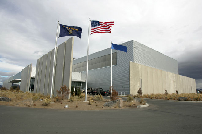 prineville-data-center-2-flags-rf-stearns-structural-steel-construction.jpg