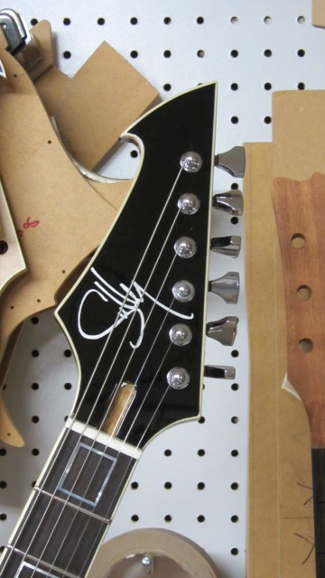 Raven headstock - Reversed orientation