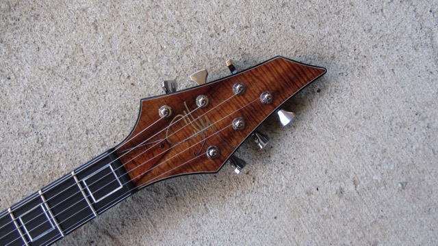 Aero headstock with matching koa veneer and truss rod cover. If you're going with a matching veneer on the headstock and want the truss rod cover to match, just ask.