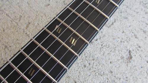 Slash variant inlays (two sets of three slashes at the 12th fret instead of two sets of two slashes)