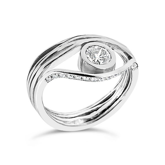 Oyster Bezel set Diamond ring - 18K white gold and 0,5 CT diamond (customisable) brilliant cut set on a bezel featuring a gorgeous diamonds pave on the side