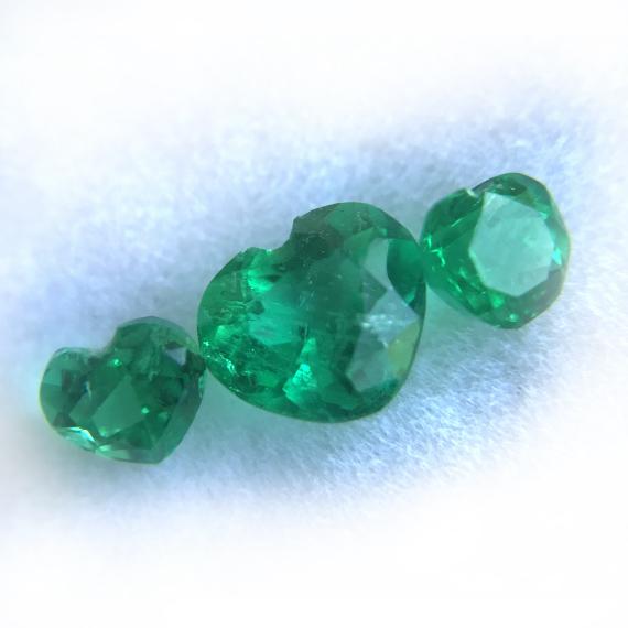 Colombian emeralds heart shape set total 1.02 CT