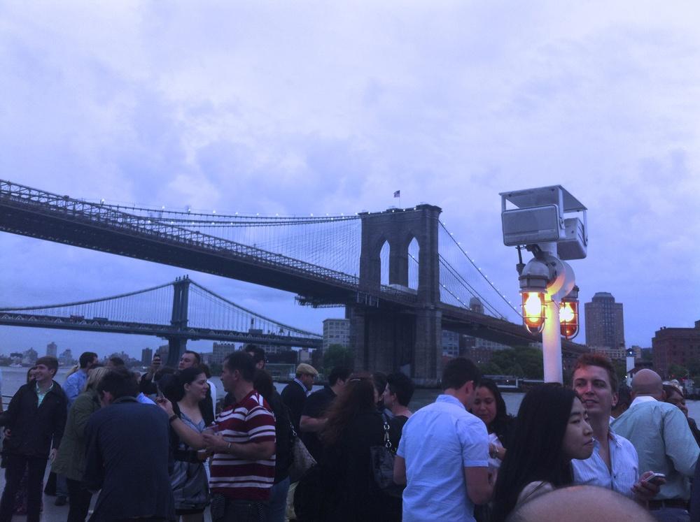 Soirée événementielle au pied du Manhattan Bridge