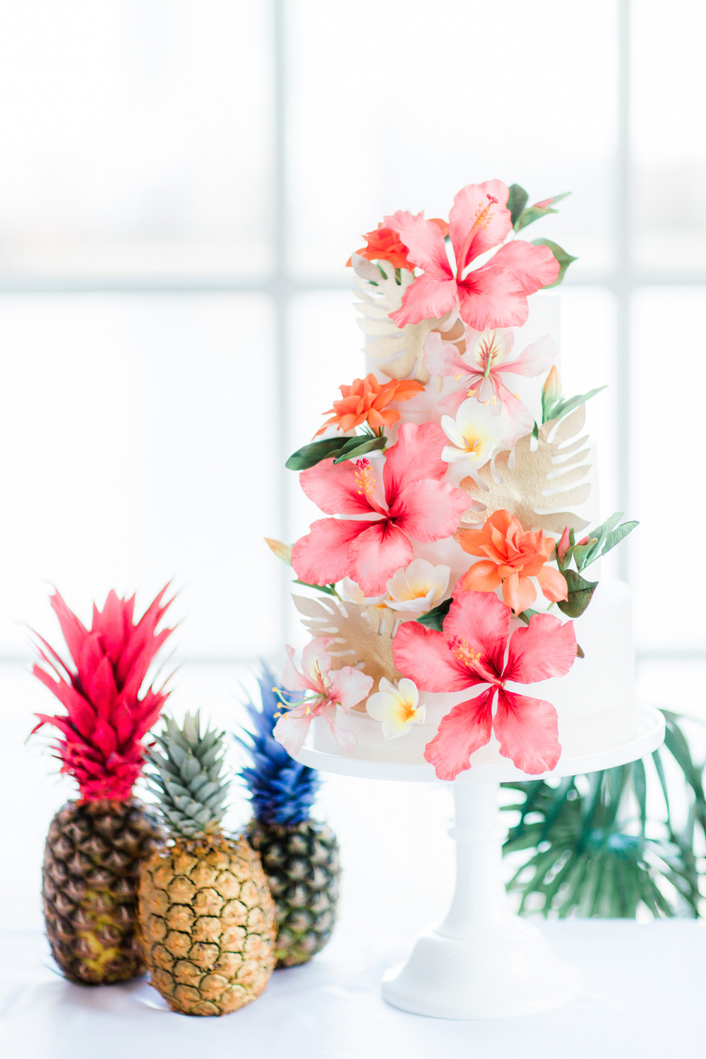 Stunning sugar flowers adorn this tropical cake by the wonderful Little Bear Cakery