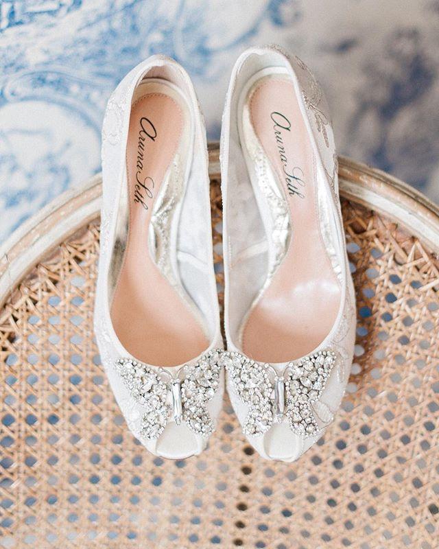 Wedding Details  Loving these @arunaseth shoes against the beautiful back drop of @wickham_house Image by @katenielen . . .  #brides #weddingdress #bridalfashion #weddinginspiration #bridalstyle #personalshopper #weddingstylist #londonweddingplanner #weddingfashion #bridal #bridalstylist #wedstagram #bridesofinstagram #engaged #bridetobe #weddings #weddingdetails #weddingstyle #weddingday #weddinginspiration #weddingideas #weddingplanning #cmlw #charlottemunro #weddings #weddingshoes #weddingaccessories  #luxurywedding