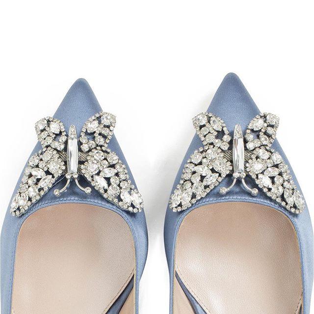 Are you having Something Blue? How about these beautiful @arunaseth shoes? 💙 • • • #somethingblue #weddingshoes #weddingideas #bridalstylist #brides #luxurywedding #weddingaccessories #styleandthebride #bridalstyle #arunaseth