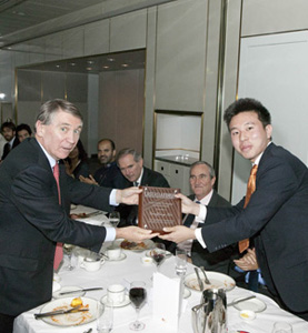Australian Department of Foreign Affairs and Trade Secretary, Mr Dennis Richardson, present a plaque to the author of the winning Emerging Scholars article Geoffrey See (Photo: Darren Boyd, ANU College of Asia and the Pacific)