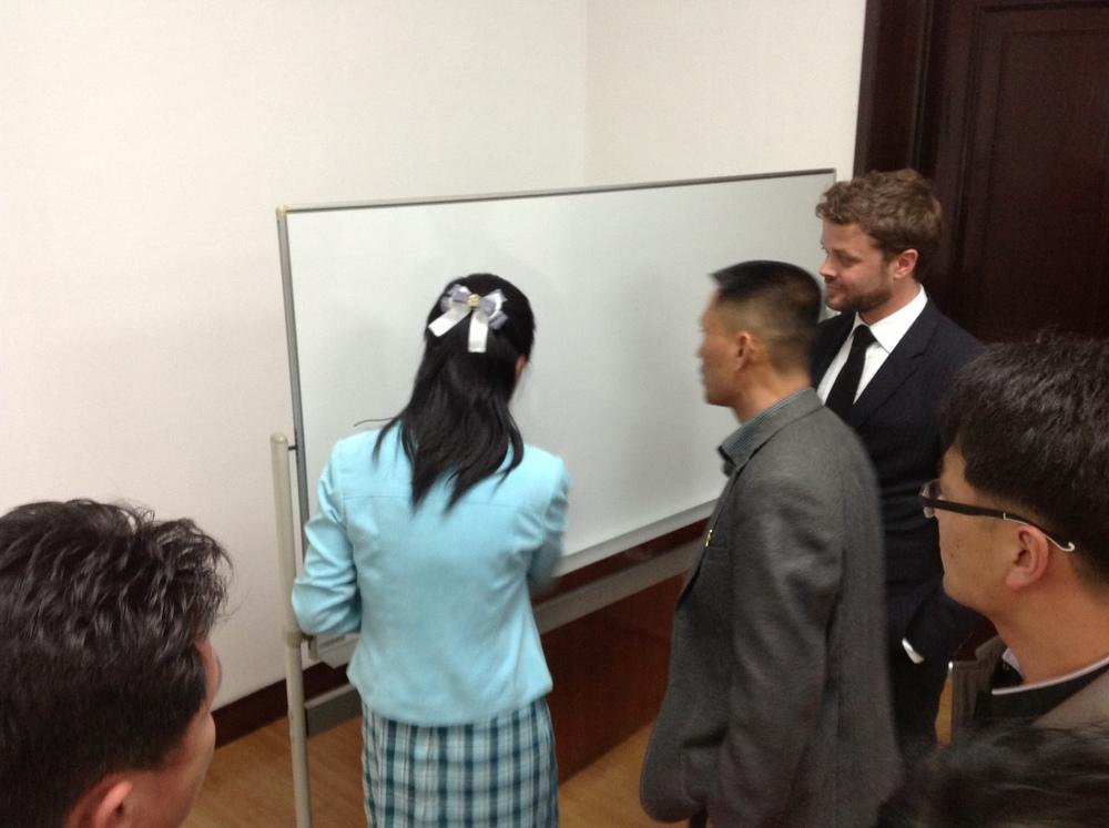 2013년 외국인전문가과 같이 경제특구관리 에 대한 토론