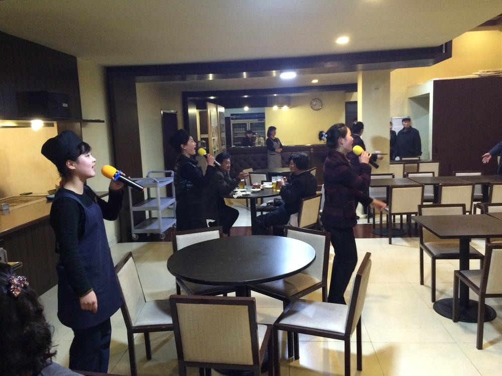 This restaurant in Pyongyang is innovating - they get the waitresses and cooks to sing in the evening!