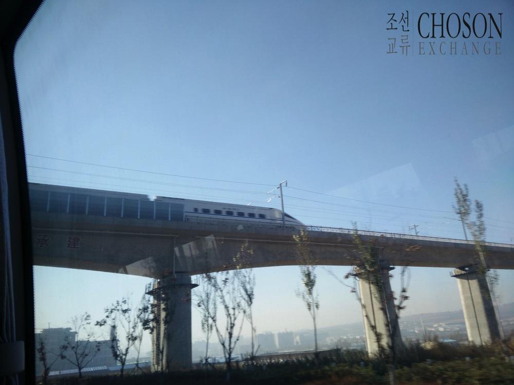연길 출반하고 있는 도문쪽으로 가는 열차