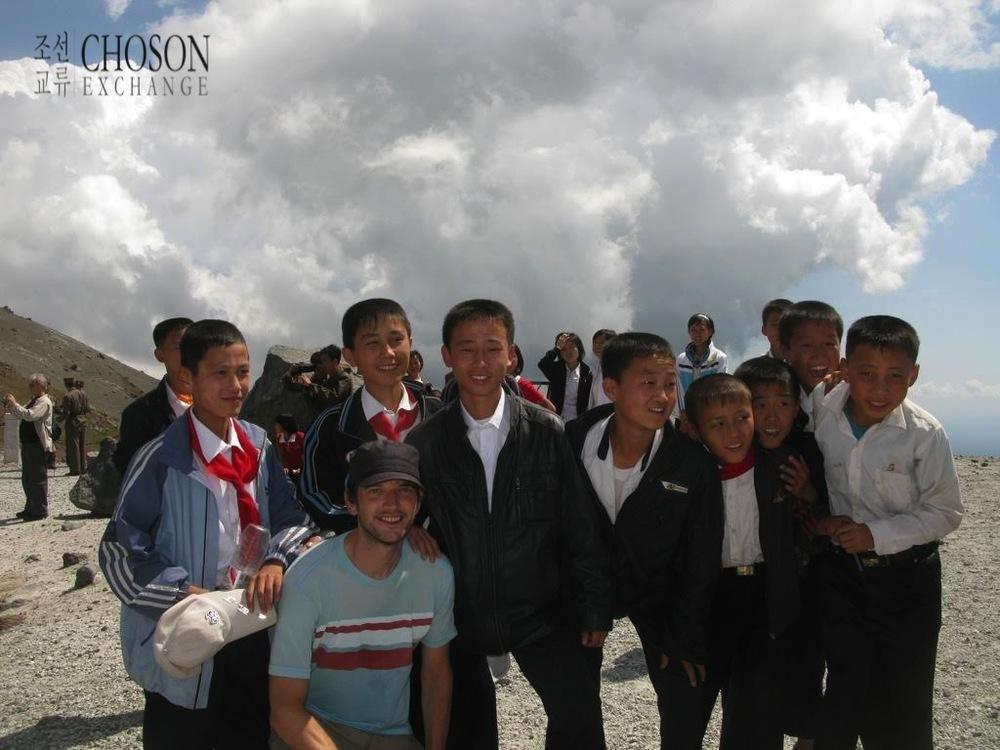 2010 년에 백두산에서 젊은 학생들과 함께