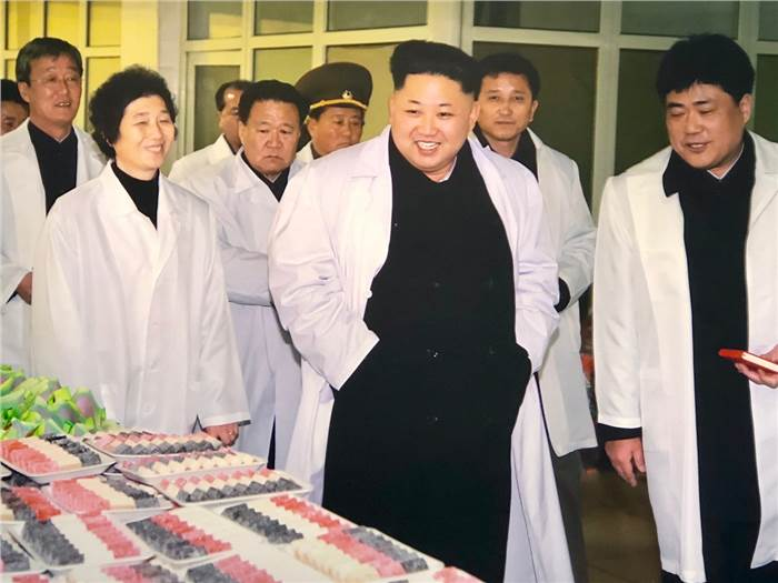0_0_700_0_70_campaign-asia_content_dprk_factory_kim.jpg