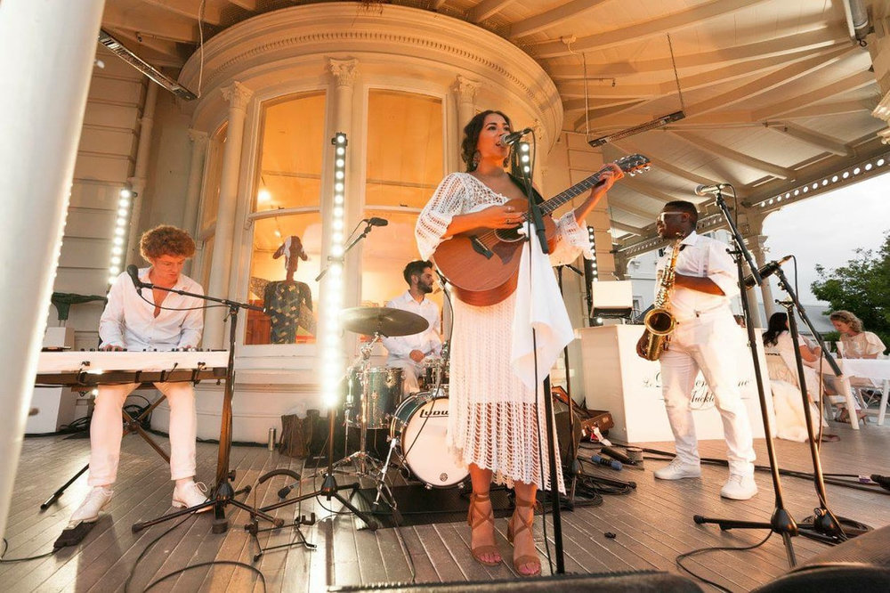 Lou'ana & band in white.jpg