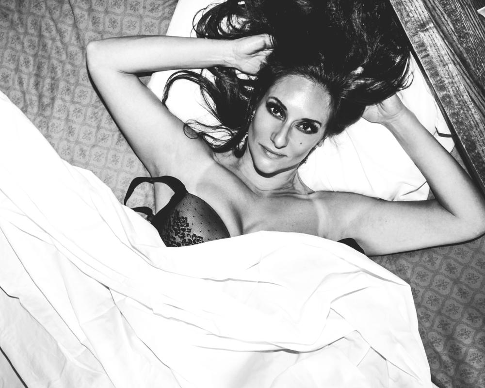 black_white_bed.jpg