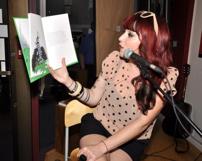 Dr. Seuss - Suzie McNeil Reading