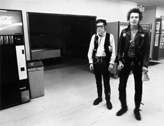 Sid Vicious & Johnny Rotten at Coke Machine 1978
