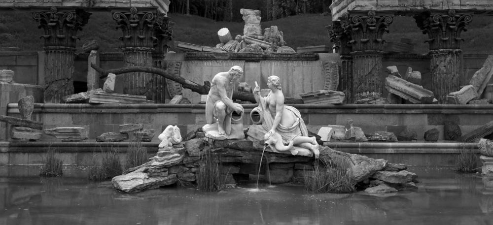 04v1001- Greek Fountain