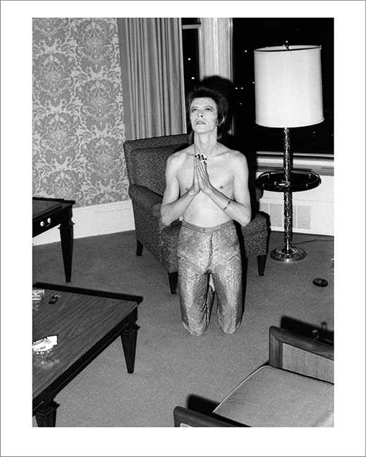 Bowie Praying on Knees, Chicago 1972