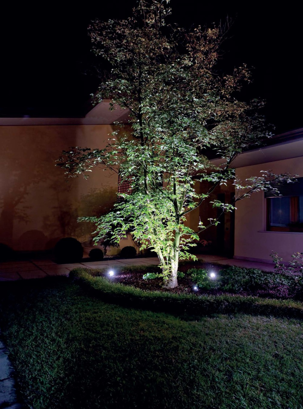 Landscape and garden lighting lighting solutions for Residential outdoor lighting
