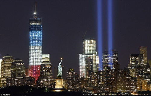 "The Freedom Tower, the Statue of Liberty, and the ""Twin Towers of Light/Tribute in Light"" memorializing 09/11/2001. (Click the image for its source.)"
