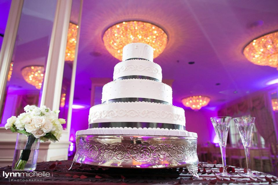 Melrose Hotel Wedding Cake Table Black Ribbon