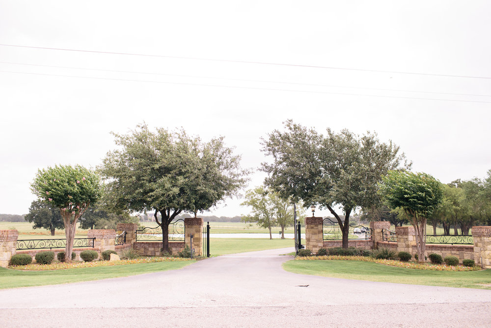 Classic Oaks Ranch Entrance