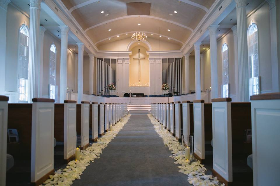 Royal Lane Baptist Church Rose Petal Aisle