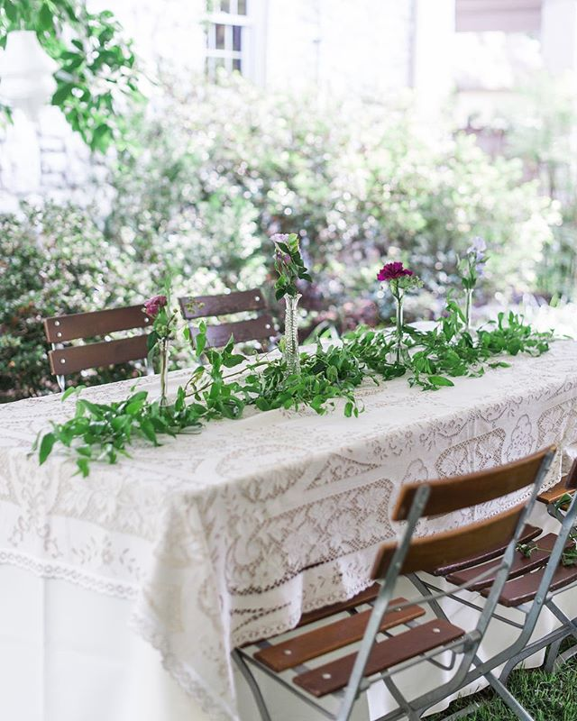 The antique linen, the café chairs, the reception at home... ❤️❤️❤️
