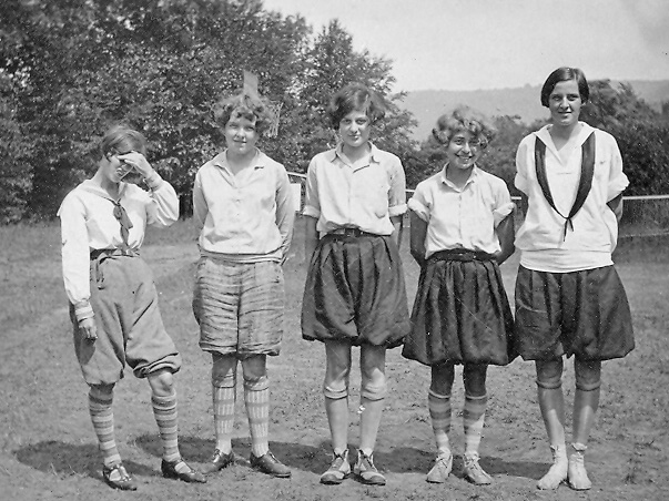 1920 GMC Ky, Eleanor, Grace, Harah & Phyllis.jpg