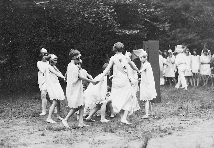 1920 GMC dancing.jpg