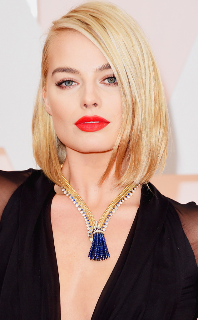 Margot Robbie Oscar Necklace 2015