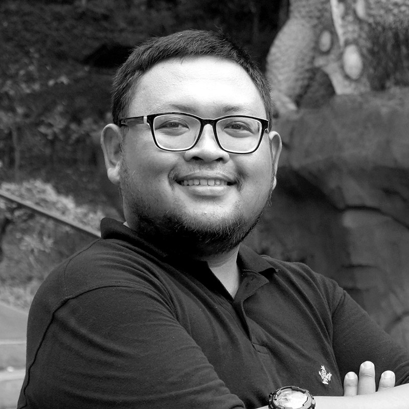 ARI PRASTYO   Ari studied at SMSR Surabaya, he graduated with a major in DKV (graphic design) in 2008. He joined Indigo in 2016 as a graphic designer. Ari (better known as Aryo) specialities include conceptual design, graphic content and branding.