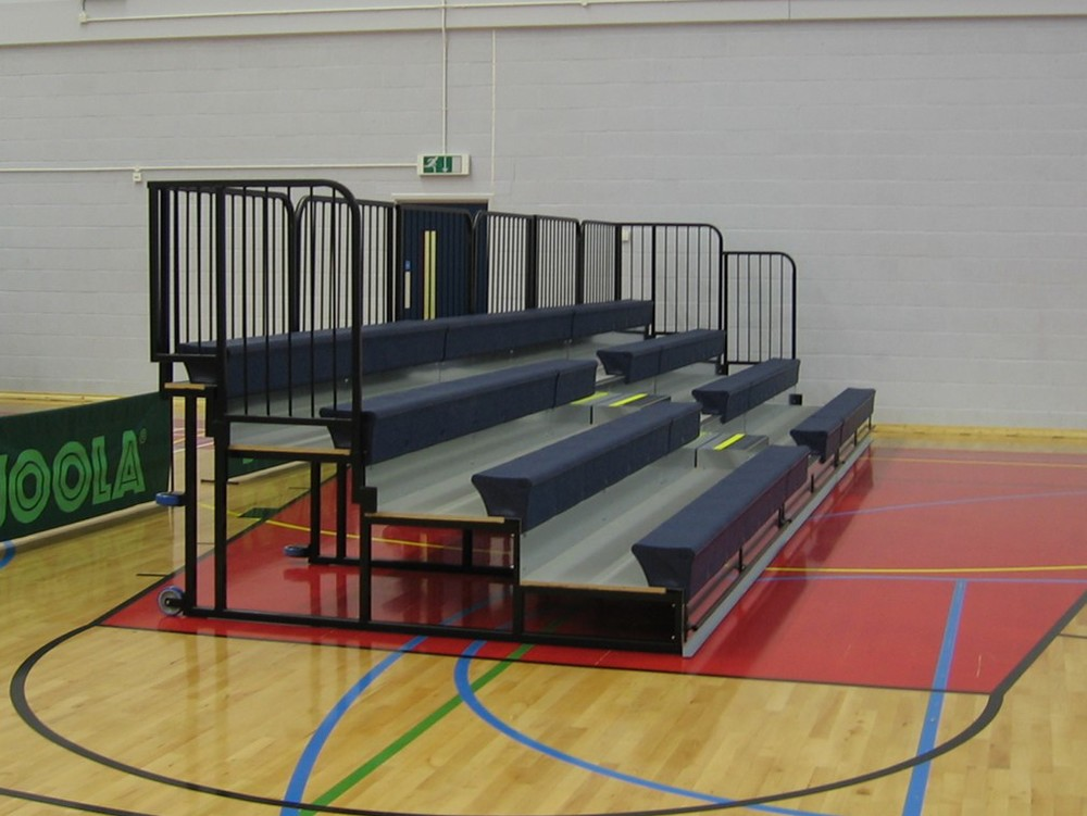 Rollaway mobile tiered seating system