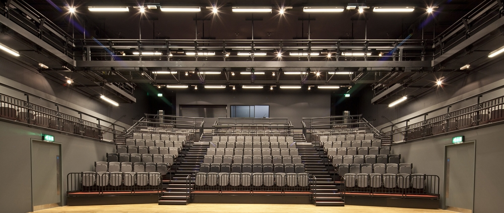 Retractable seating for theatre