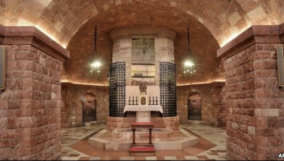The magnificent crypt of Saint Francis