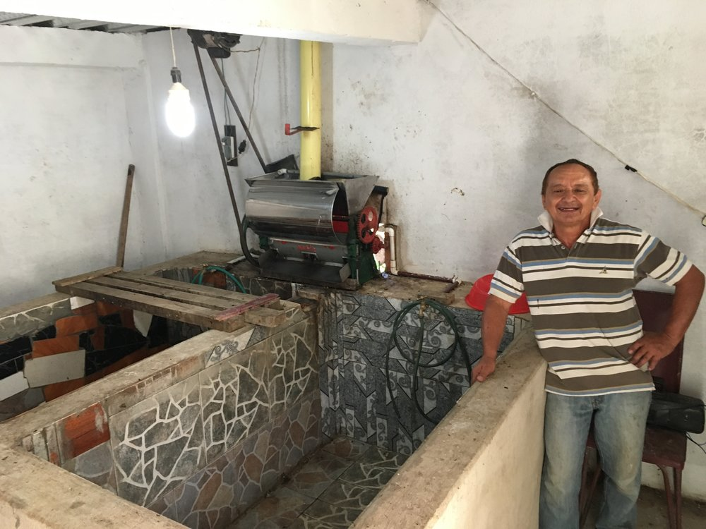 The head of the Salomon Muñoz family proudly showing Lennart the result of their 2016 premium: better pulping equipment and tiles in the fermentation tanks to improve hygiene.