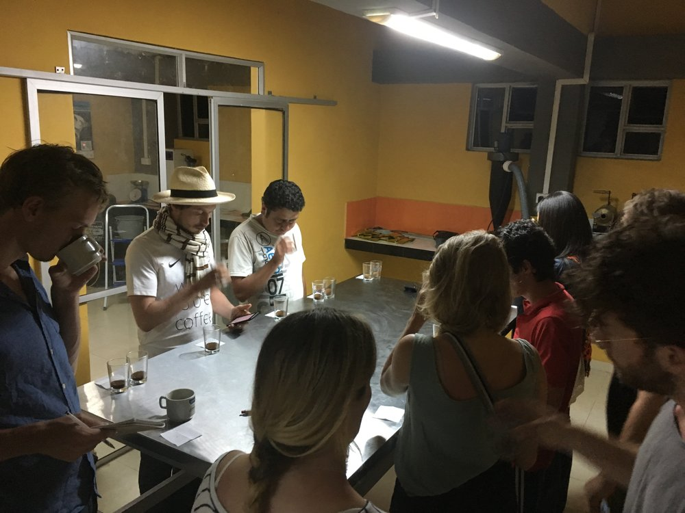 Cupping the 2017-2018 early harvest samples from single farmers from the Salomon Muñoz family for the first time. Elmer and Francesco of White Label Coffee are present, as well as Bram de Hoog of Expocamo in Nicaragua.