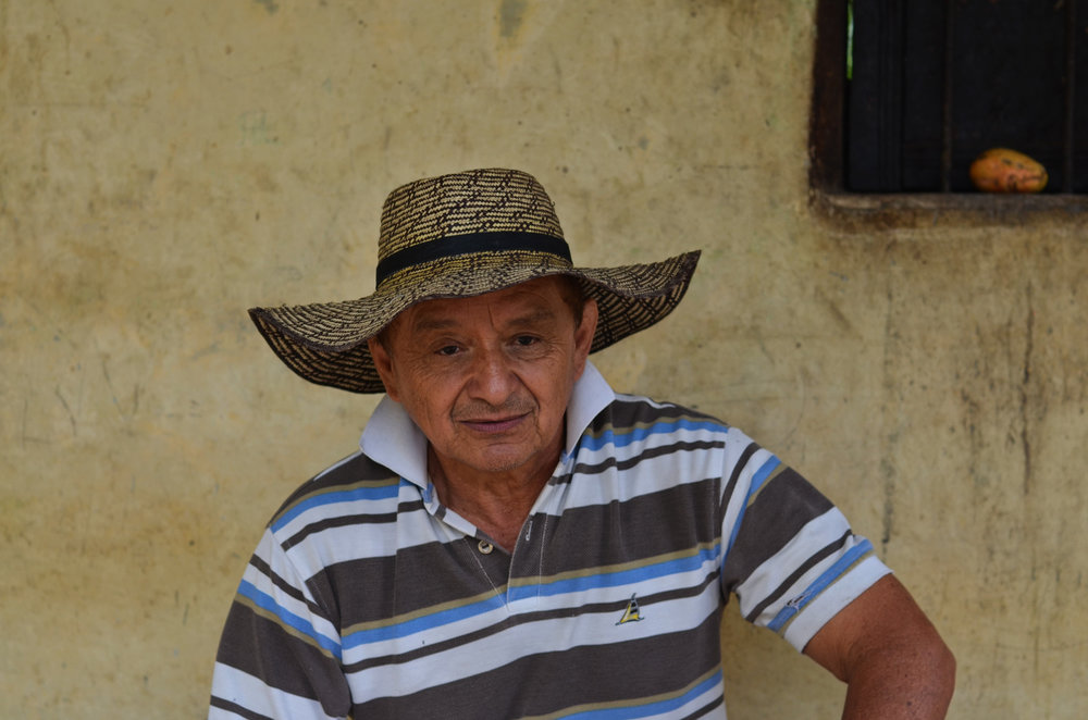 Efraín´s cousin, he was the first together with Efraín, to bet on changes in culture of selection and benefit of coffee, and was one of the first to plant Castillo and Caturra coffee varieties. Thanks to his experience and the extra care in processing, the Muñoz family's coffee is as carefully processed as at the Argote mill, and upgrades continue.