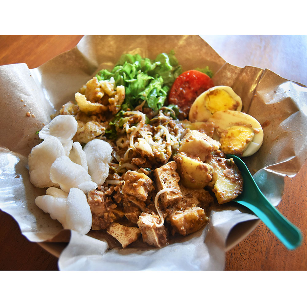 Gado-gado on Jalan Kemasan, a few minute walk from the Hostel, for IDR 12,000.