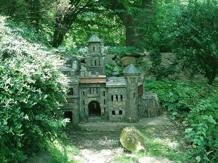 miniature castle @ Bailey Arboretum