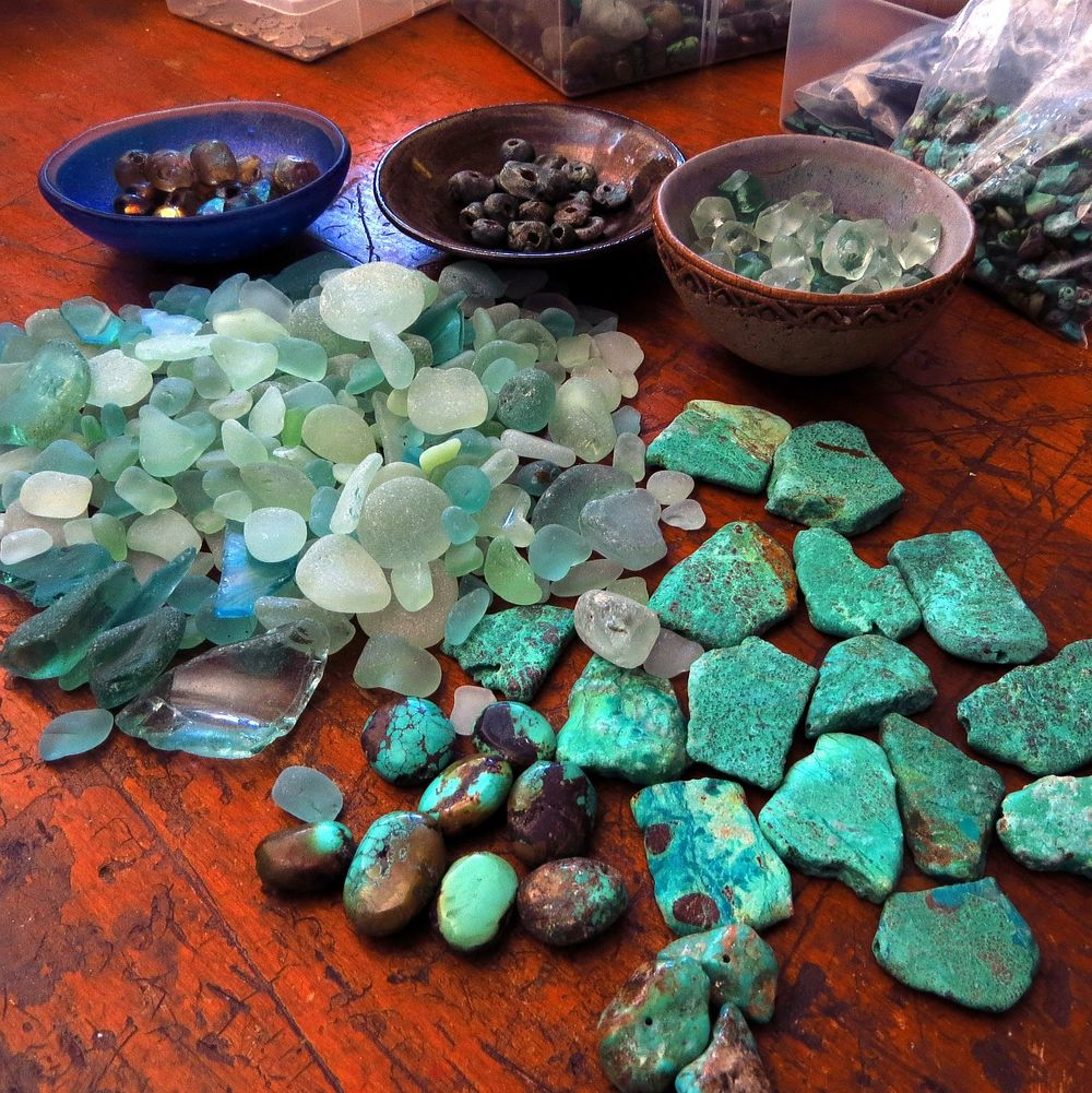 ... then started pulling out gemstones and other elements ... plotting the palette