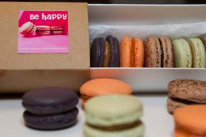 Alice macarons-packaging.jpg