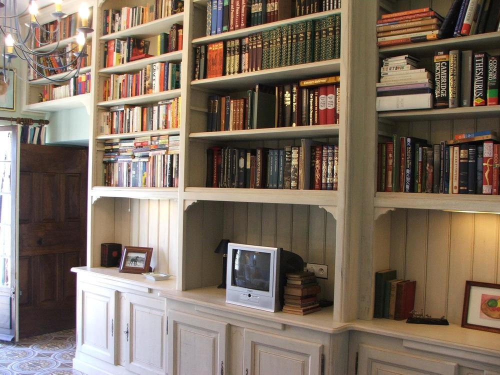 salon library.jpg