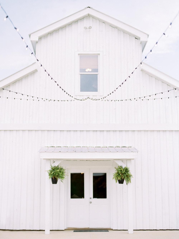 barn-at-tatum-acres-wedding-jasper-atlanta-wedding-photographer-fine-art-film-hannah-forsberg5.JPG