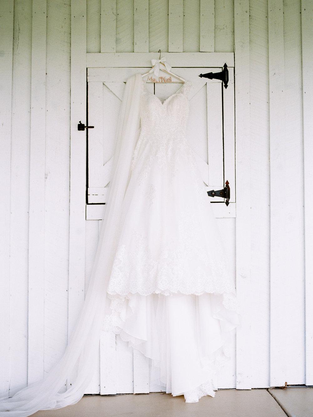 barn-at-tatum-acres-wedding-jasper-atlanta-wedding-photographer-fine-art-film-hannah-forsberg7.JPG