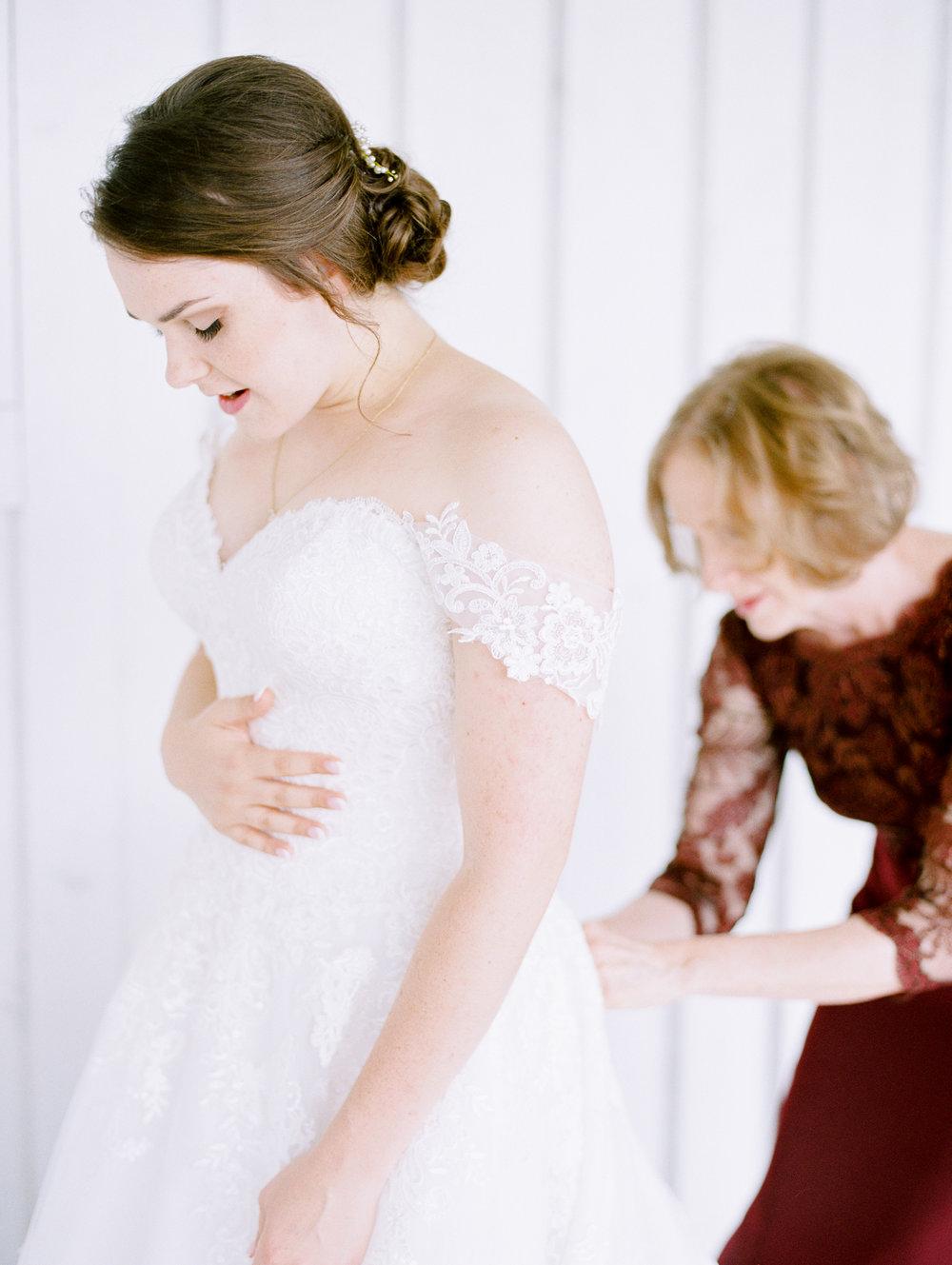 barn-at-tatum-acres-wedding-jasper-atlanta-wedding-photographer-fine-art-film-hannah-forsberg11.JPG