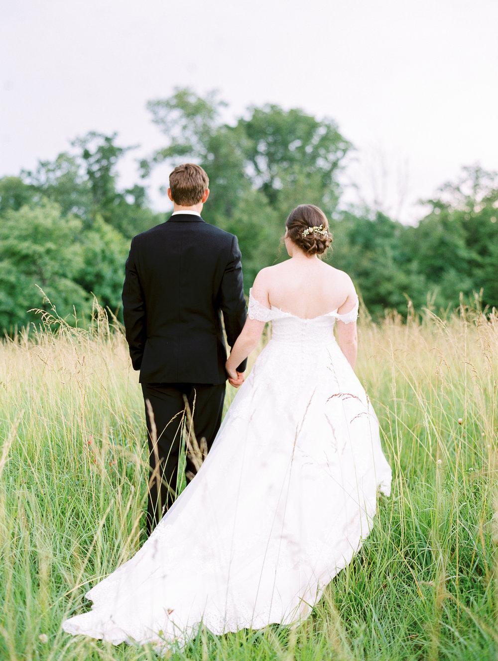 barn-at-tatum-acres-wedding-jasper-atlanta-wedding-photographer-fine-art-film-hannah-forsberg40.JPG